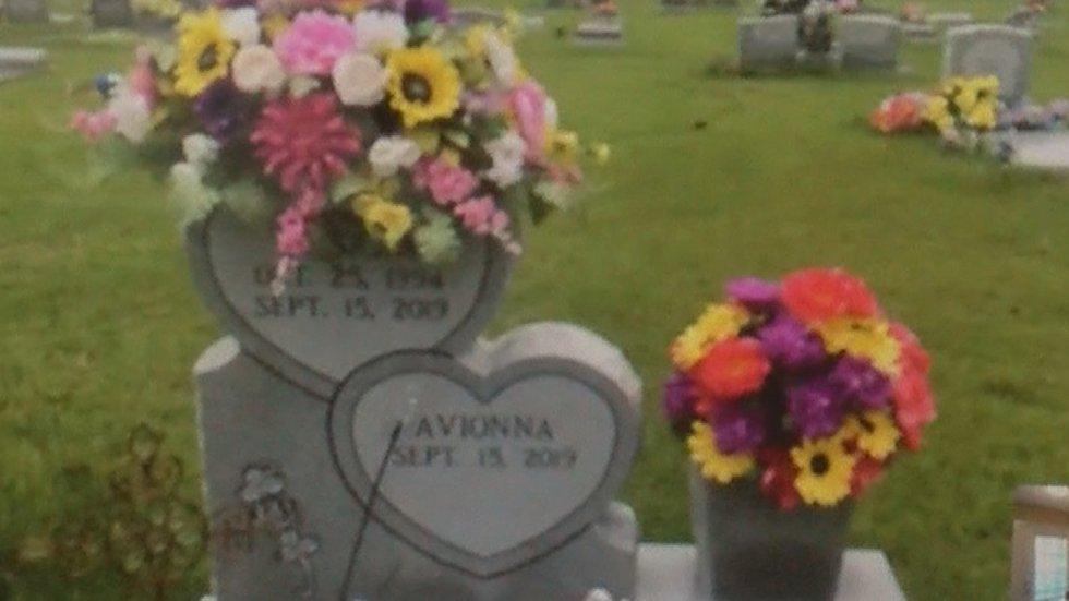 KaSara and Avionna's gravesite.