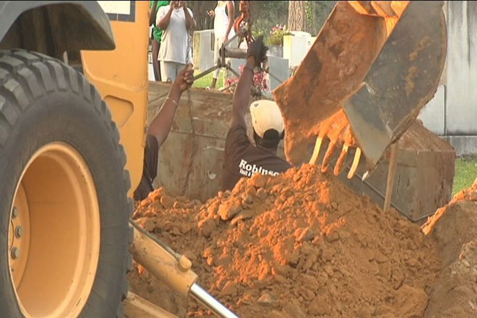 Kendrick Johnson's body being exhumed on June 14, 2013 (Source: WALB)
