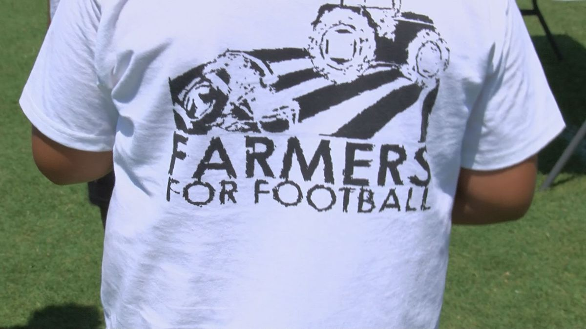 Tift County Hosts Farmers For Football Camp