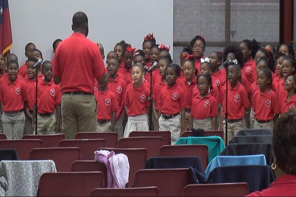 Lincoln Elementary Magnet School chorus performed for the veterans.