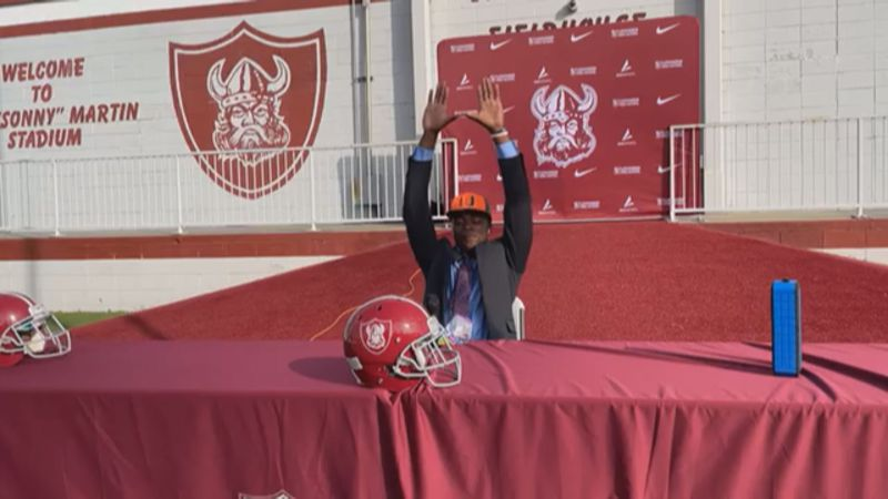 Jacurri Brown commits to the University of Miami (Source: The Viking Nation)