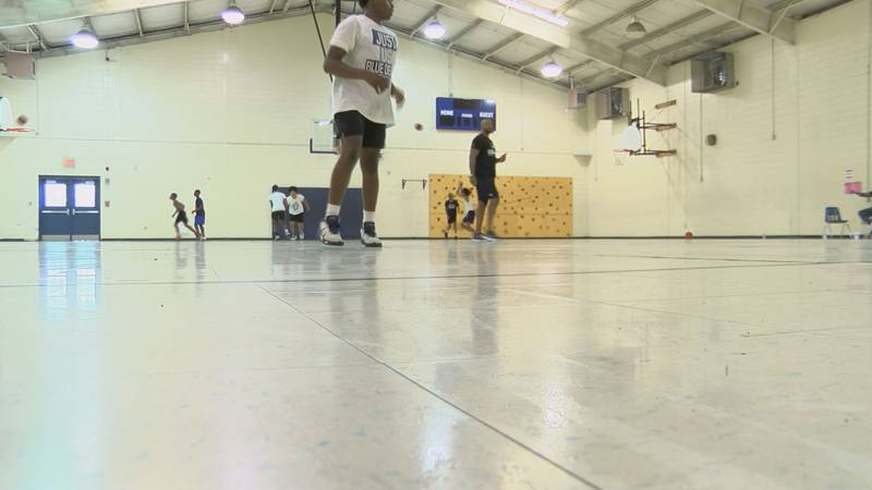 Former Tift County Star Travis Williams Hosts Basketball Camp