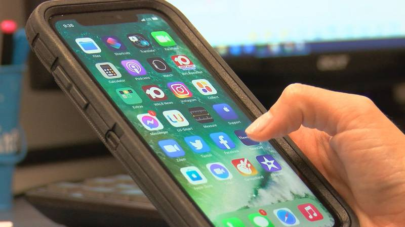Social media apps on cell phone