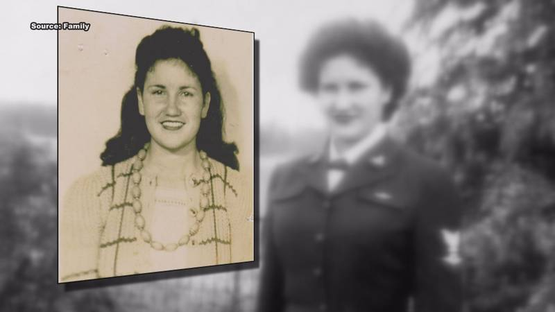 """Reba Moncus joined the Navy """"WAVES"""" during World War II in 1942."""