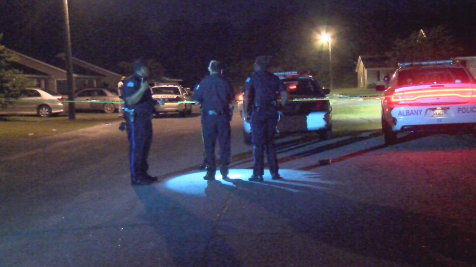 APD officers on the scene (Source: WALB)