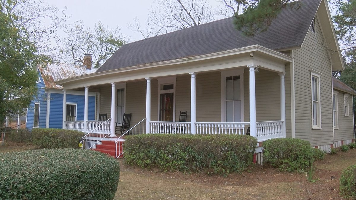 A woman is Valdosta is looking help serve the community and provide other women in the area...