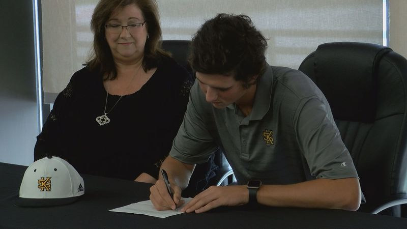 Smith Pinson signs NLI with Kennesaw State to continue baseball career