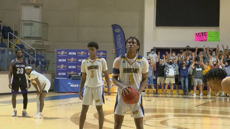 GSW's CJ hood hits two from the line in OT to give the Canes a three point lead (Source: WALB)